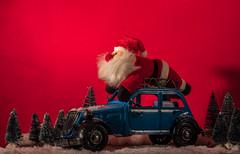 Gib Gas die Zeit bis zum Nikolaustag wir eng! (Günter Hentschel) Tags: weihnachten nikolaus adventbilder weihnachtsbilder rot deutschland germany nikon d5500 nikond5500 citroen blechauto modellauto