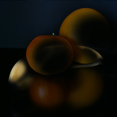 Salade de fruit jolie jolie …jolie (Le.Patou) Tags: challenge crazytuesday fruit fz1000 banana orange clementine yellow dark black darkbackground reflect transparency square stilllife