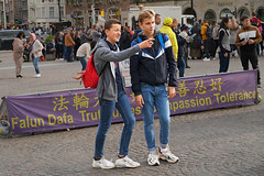 Dam - Amsterdam (Netherlands) (Meteorry) Tags: europe nederland netherlands holland paysbas noordholland amsterdam amsterdampeople candid streetscene people centrum centre center dam male boys guys mates friends amis gamins youth jeunes teens tolerance chinese schoolboys jeans sneakers trainers baskets skets nike nikeairmax270 lads crowd smile dutch october 2019 meteorry