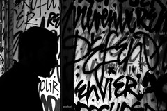 Envier (Anne*°) Tags: ©annedhuart écriture denismeyers remembersouvenir rs solvay 2016 artisteurbain bw blackandwhite bruxelles cof088 exposition mots nb noiretblanc sélection silhouette texte words writings wwwannedhuartcom cof088mark cof088dmnq cof088mari cof088patr cof088red