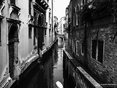 190703-394 Venise (clamato39) Tags: olympus venise italie italy europe voyage trip ville city urban urbain canal eau water blackandwhite bw monochrome noiretblanc