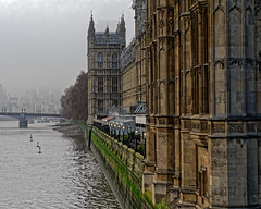 Misty Parliament (Croydon Clicker) Tags: london river thames water embankment bridge autumn nikon nikkor parliament westminster lamps tower historic building scaffolding