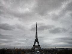Sur l'océan couleur de fer (Alessandro Tamburro) Tags: parigi paris toureiffel torreeiffel novembre pioggia viaggi voyage alcest songs