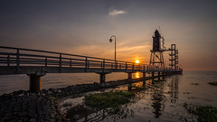 Obereversand (Roger Armutat) Tags: obereversand norddeutschland wursternordseeküste leuchtturm lighthouse wasser brücke sonnenuntergang sunset sun sonne gegenlicht spiegelung museum sony sonya7ii
