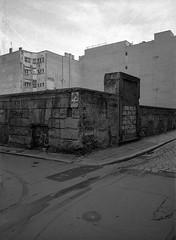 Wrocław, Poland. (wojszyca) Tags: fuji gsw680iii 6x8 120 mediumformat fujinon sw 65mm kodak tmax 400 400tmy2 hc110 epson v800 city urban decay geometry wall street