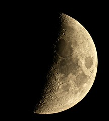 Setting Crescent Moon (Sarah and Simon Fisher) Tags: waxing crescent moon moonwatch lunar lunarseas craters canon 600d primefocus astrophotography astronomy maksutov 127mm telescope night nightsky nightskyphotography clear bromsgrove worcestershire uk