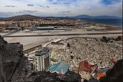 Vista desde Gibraltar (Jesus M Glez) Tags: gibraltar aeropuerto la línea españa cementerio aviones nubes cielo piedras