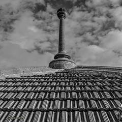 Per les teulades.....Por los tejados. (AviAntonio) Tags: teulat tejado perspectiva pedres piedras núvols nubes mnac virat barcelona