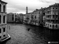 190703-446 Venise (clamato39) Tags: olympus venise italie italy canal water eau europe voyage trip ciel sky ville city urban urbain blackandwhite bw monochrome noiretblanc