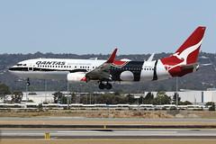 VH-XZJ Qantas Boeing B737-838 Mendoowoorrji Livery (johnedmond) Tags: perth ypph westernaustralia qantas boeing b737 b737800 speciallivery aviation australia aircraft aeroplane airplane airliner plane canon eos7d ef100400mmf4556lisiiusm