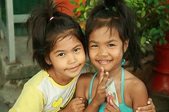 cute girls (the foreign photographer - ฝรั่งถ่) Tags: cute girls two khlong thanon portraits bangkhen bangkok thailand canon