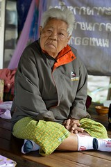 feeling the cold (the foreign photographer - ฝรั่งถ่) Tags: old woman jacket sitting khlong thanon portraits bangkhen bangkok thailand nikon d3200