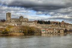 Un paseo por los puentes sobre el Duero. (carmengonzalez23mayo) Tags: zamora spain europe castillayleon landscape city river duero douro sunset sky
