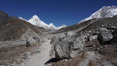 Direction l'Everest (Sam Photos - Sony full frame) Tags: vallée khumbu ama dablam népal nepal everest montagne himalaya trek randonnée altitude neige automne autumn camp base