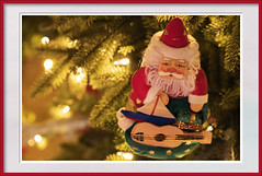Santa with guitar (Karon Elliott Edleson) Tags: flickrlounge weeklytheme favoriteholidaydecorations ornament christmastree santa christmas decorations holidays decorate guitar explore guitarlove ღღcosasdecasaღღ christmasfigure