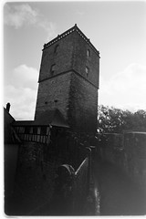 bergfried (castle keep) (sebastel23) Tags: rolleiretro80s exposedlikeiso64 rodinal150 13min