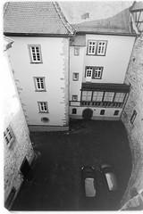 castle yard (sebastel23) Tags: rolleiretro80s exposedlikeiso64 rodinal150 13min