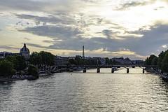 couché sur Paris (Rudy Pilarski) Tags: sun sky sunrise sunset sunlight seine fleuve paris france francia europe europa capitale urbain urban urbano urbanisme architecture d750 nikon