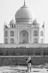 Taj Mahal Worker (Geraint Rowland Photography) Tags: portrait candid streetphotography mehtabbaghinagra uttarpradesh india tajmahal visitindia indianwomenindianworker blackandwhite blancoynegro geraintrowlandphotography shawl indianculture grr