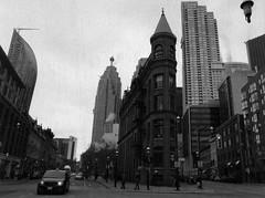 Flatiron (Alex Luyckx) Tags: toronto ontario canada downtown urban metro streets random afternoon cloudy winter christmas wandering walk mamiya mamiyam645 m645 slr 120 645 6x45 mediumformat mamiyasekorc45mm128n foma fomapan fomaretropan320 retropan320 asa320 kodak kodakd76 d76 stock 10 gossenlunasixf epsonv700 adobephotoshopcc bw blackwhite film filmphotography believeinfilm filmisalive filmisnotdead