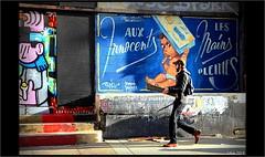 Aux innocents les mains pleines (mamasuco) Tags: nikon d7000 paris ngc excapture graffitis streetart toquefreres