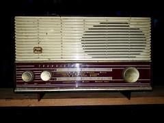 Wireless (calzer) Tags: december samsung dust garage tech wireless radio transistor old