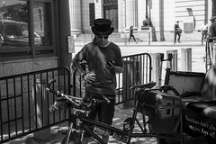bici-taxi (Samarrakaton) Tags: samarrakaton 2019 nikon d750 travel viaje usa eeuu estadosunidos washingtondc gente people street urbana callejera byn bw blancoynegro blackandwhite monocromo