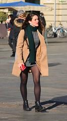 green scarf (archgionni) Tags: ragazza girl strada street camminare running charm eleganza elegance sciarpa scarf luce ombre light shadows