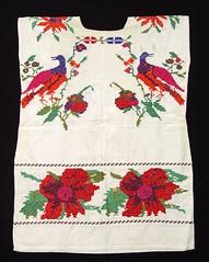 Mazatec Huipil Oaxaca Huautla Textiles (Teyacapan) Tags: huipils mexican oaxacan mazatec huautladejimenez ropa clothing museum