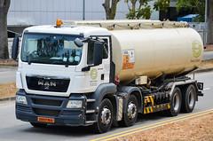 Santa United MAN TGS 32.360 Tanker Truck (nighteye) Tags: santaunited man tgs 32360 tanker truck xd5776g singapore