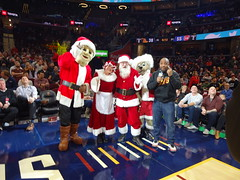 Game_11_Pistons_00012 (Moondog Mascot) Tags: pistons cavs clevelandcavaliers 12032019 moondog santa