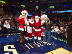 Game_11_Pistons_00009 (Moondog Mascot) Tags: pistons cavs clevelandcavaliers 12032019 moondog santa