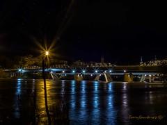 Puente de Hierro sobre el rio Ebro (tonygimenez) Tags: rio ebro zaragiza puente noche nocturna city ciudad españa aragón 17mm olympus zuiko17mm reflejos agua luces