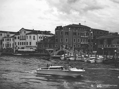 190703-215 Venise (clamato39) Tags: olympus venise italie italy europe voyage trip ville city urban urbain canal eau water ciel sky blackandwhite bw monochrome noiretblanc