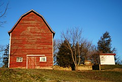 Twin Lakes, Wisconsin Barn (Cragin Spring) Tags: wisconsin wi southernwisconsin unitedstates usa unitedstatesofamerica farm barn red twinlakes twinlakeswi twinlakeswisconsin