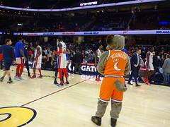 Game_11_Pistons_00024 (Moondog Mascot) Tags: pistons cavs clevelandcavaliers 12032019 moondog santa