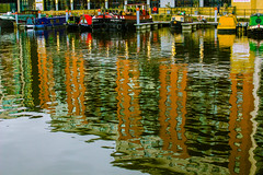 Couleurs en folie  (1/3) (dominiquita52) Tags: docks england yorkshire leeds canal reflections reflets péniches barges