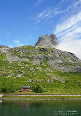 The little red house... (♥ Annieta ) Tags: annieta juli 2019 holiday vakantie vacances scandinavië camper reis voyage travel noorwegen norway trollstigen berg mountain allrightsreserved usingthispicturewithoutpermissionisillegal