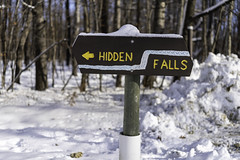 HIdden Falls sign at Nerstrand Big Woods State Park in Nerstrand, Minnesota (Lorie Shaull) Tags: nerstrand minnesota winter snow hiddenfalls waterfall nerstrandbigwoodsstatepark