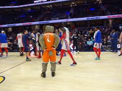 Game_11_Pistons_00023 (Moondog Mascot) Tags: pistons cavs clevelandcavaliers 12032019 moondog santa