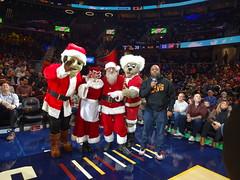 Game_11_Pistons_00010 (Moondog Mascot) Tags: pistons cavs clevelandcavaliers 12032019 moondog santa