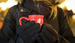 Cold (CoolMcFlash) Tags: cold flickrfriday christmas person woman cup punch mug market fujifilm xt2 night winter kalt weihnachten weihnachtsmarkt markt punsch fotografie photography glühwein mulledwine nacht xf35mmf14 r