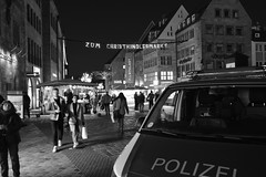 DSC_0017 (m.herrmann1979) Tags: nürnberg christkindlesmarkt abend evening lichter lights nuremberg polizei police