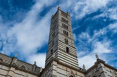 Cada vez que miro al cielo. (Jesus_l) Tags: europa italia latoscana siena catedral torre jesúsl