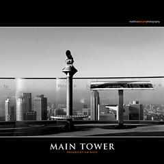 MAIN TOWER (Matthias Besant) Tags: frankfurt ffm innenstadt architektur modern matthiasbesant matthiasbesantphotography metropole skyscraper hochhaus fassade aussichtsplattform aussicht schwarzweiss graustufen schatten maintower besucherterrasse gebäude hochhäuser