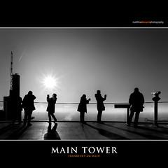 MAIN TOWER (Matthias Besant) Tags: modern frankfurt architektur gebäude innenstadt ffm silhouette skyscraper menschen schwarzweiss sonne metropole hochhaus personen gegenlicht touristen aussichtsturm graustufen aussichtsplattform matthiasbesantphotography matthiasbesant maintower besucherterrasse