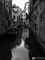 190703-359 Venise (clamato39) Tags: olympus venise italie italy europe voyage trip canal eau water ville city urban urbain blackandwhite bw monochrome noiretblanc
