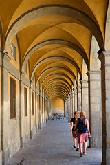 Arched walkway, Lucca (Thomas Roland) Tags: monastero arched arch vaulting hvælving walkway fortov anja ingeborg family orange yellow europe europa italy italia italien sommer summer nikon d7000 travel rejse toscana tuscany by stadt town lucca