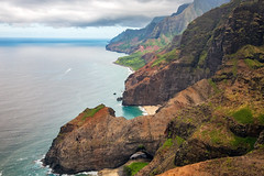 _5D39052 (dendrimermeister) Tags: kauai hawaii napali cliff canyon helicopter chopper aerial color landscape scenery cave beach arch