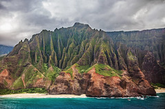 _5D39074 (dendrimermeister) Tags: kauai hawaii napali cliff canyon helicopter chopper aerial color landscape scenery